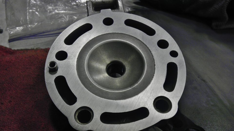 Flat sanded a warped cylinder head from Honda CR125