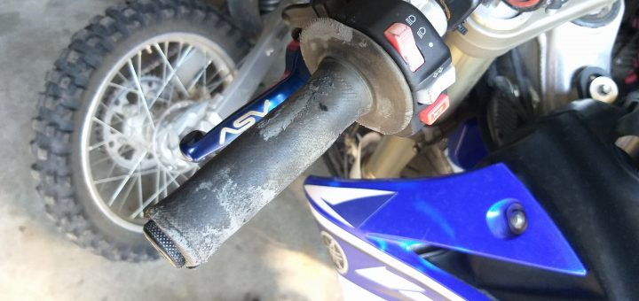 20200728 161323 How To Install Dirt Bike Grips With Bark Busters