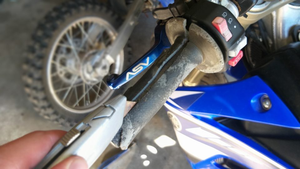 20200728 161356 How To Install Dirt Bike Grips With Bark Busters