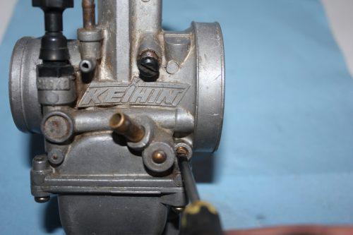 adjusting the air screw on a 2 stroke dirt bike carb
