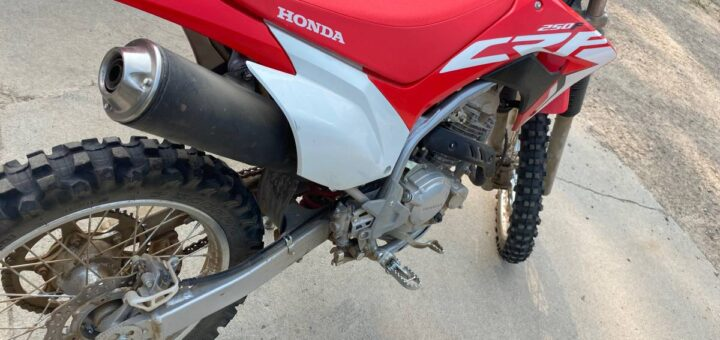 2021 Honda CRF250F KLX230R vs CRF250F: Which Dirt Bike Is Best For You?